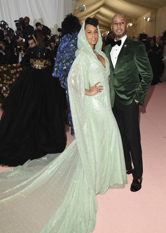 Những cặp đôi hoàn hảo trên thảm đỏ Met gala 2019 - 19