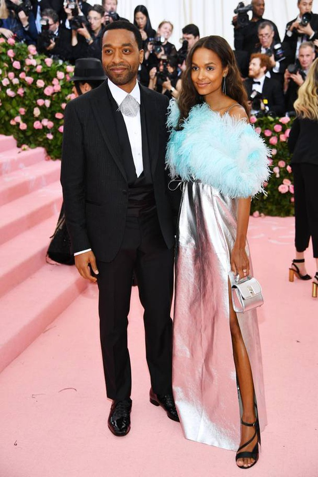 Những cặp đôi hoàn hảo trên thảm đỏ Met gala 2019 - 22
