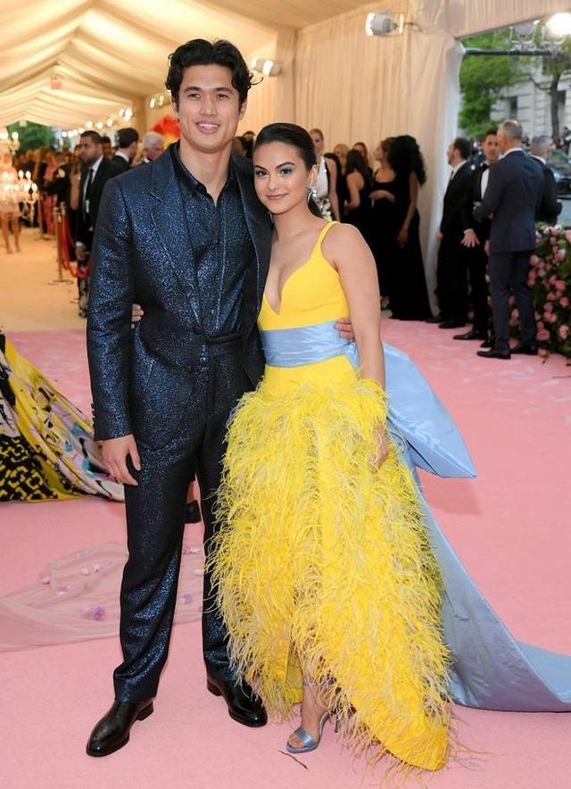 Những cặp đôi hoàn hảo trên thảm đỏ Met gala 2019 - 23