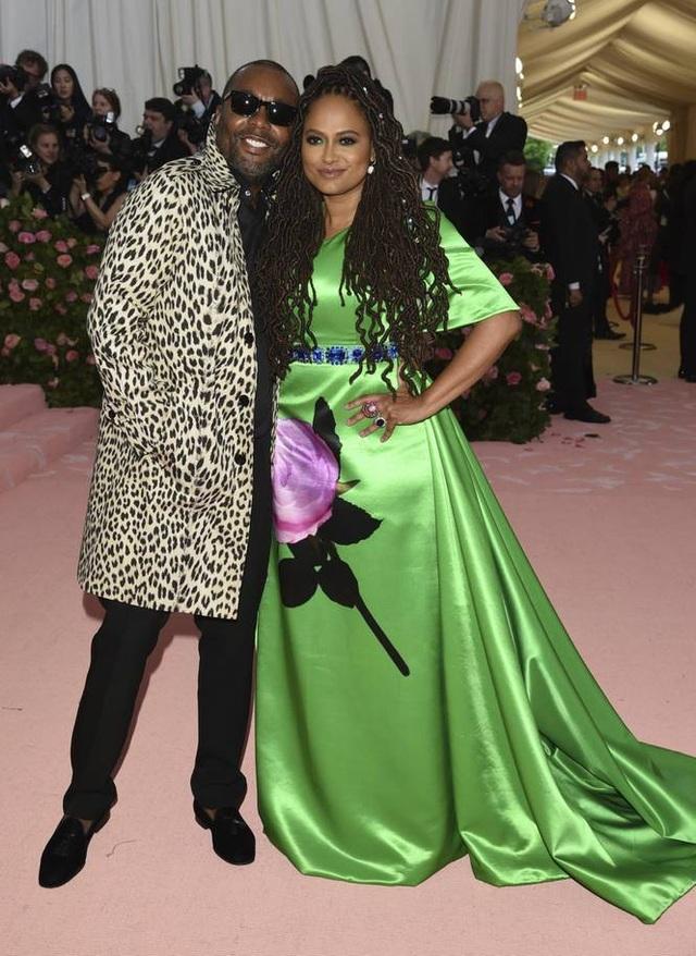 Những cặp đôi hoàn hảo trên thảm đỏ Met gala 2019 - 25