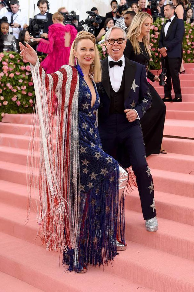 Những cặp đôi hoàn hảo trên thảm đỏ Met gala 2019 - 28