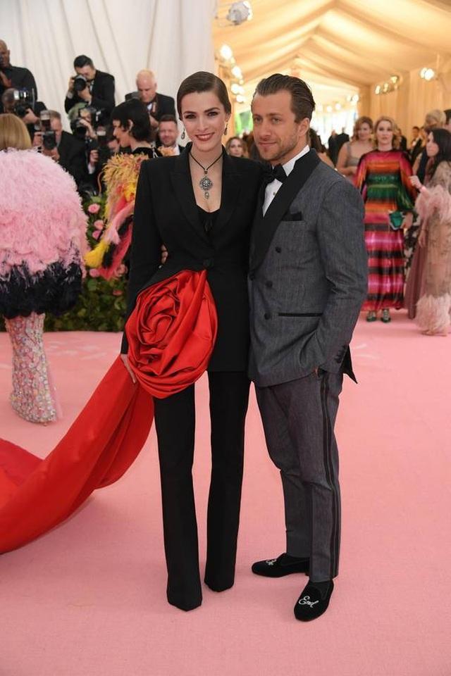 Những cặp đôi hoàn hảo trên thảm đỏ Met gala 2019 - 29