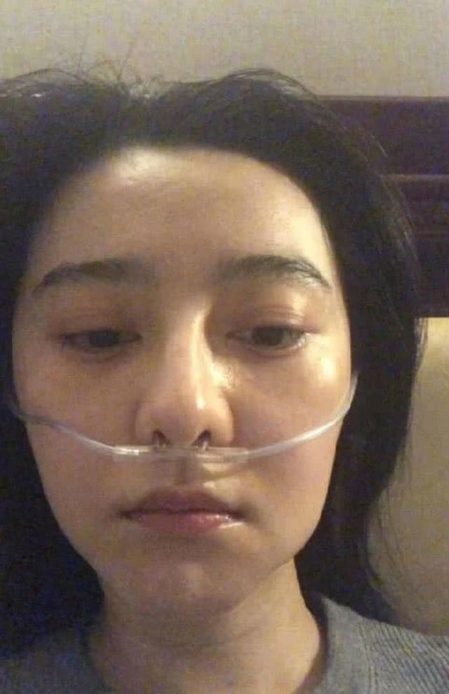 Phạm Băng Băng bị chảy máu mũi, thở oxy trong chuyến từ thiện - 3