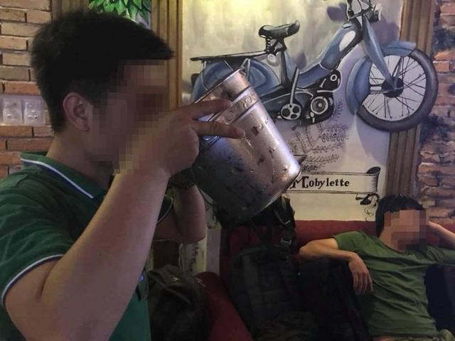 Tình huynh đệ nát bươm vì không uống là khinh - 1