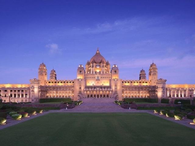 Choáng ngợp 8 khách sạn từng là cung điện xa hoa bậc nhất đất Phật - 1