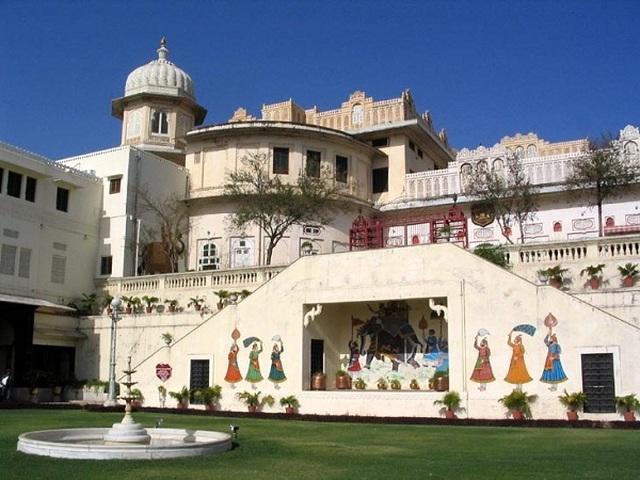 Choáng ngợp 8 khách sạn từng là cung điện xa hoa bậc nhất đất Phật - 12