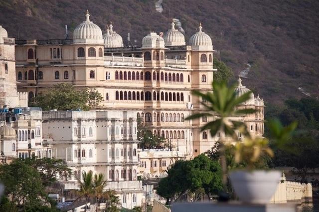 Choáng ngợp 8 khách sạn từng là cung điện xa hoa bậc nhất đất Phật - 13