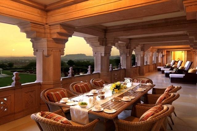 Choáng ngợp 8 khách sạn từng là cung điện xa hoa bậc nhất đất Phật - 3
