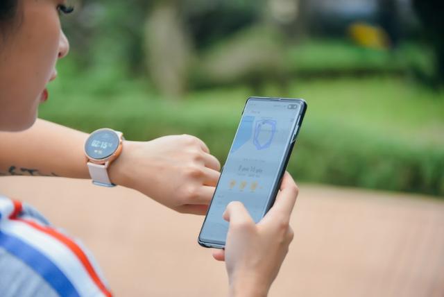 """Khám phá chiếc smartwatch """"vạn năng"""" giúp Hana Giang Anh khỏe đẹp mỗi ngày - 4"""