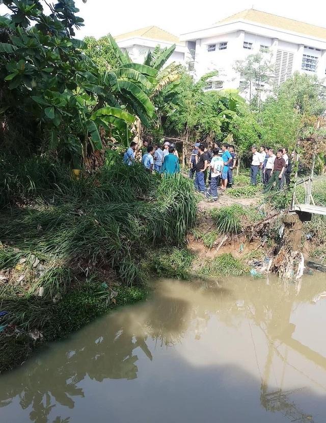 Vụ 3 người bị cuốn trôi xuống suối: Tìm thấy thi thể 1 nạn nhân - 1