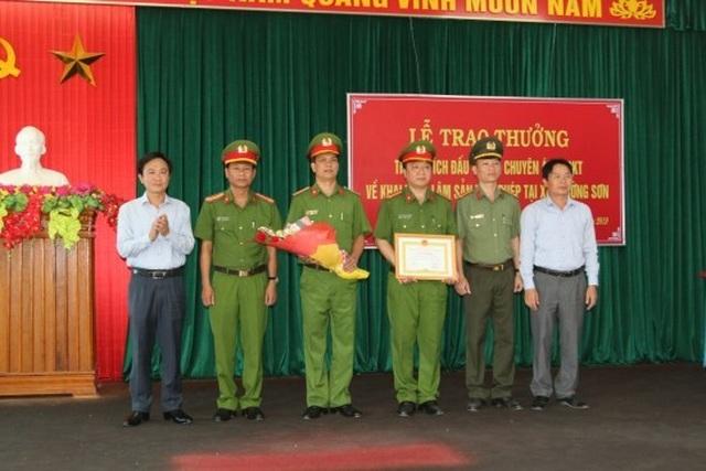 Khen thưởng chuyên án phá rừng gỗ lim tại lâm phận Trường Sơn - 1