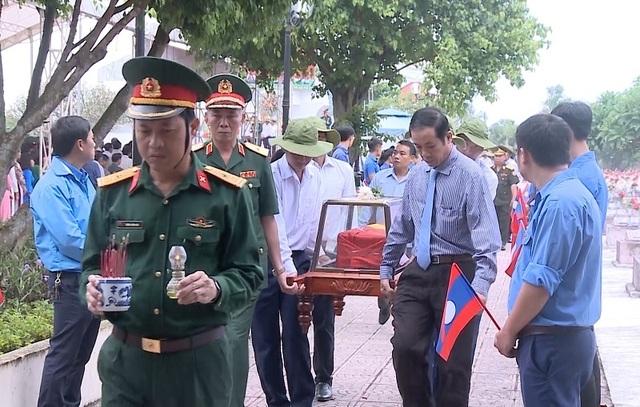 Lễtruy điệu và an táng 17hài cốt liệt sỹ hy sinh tại Lào - 2
