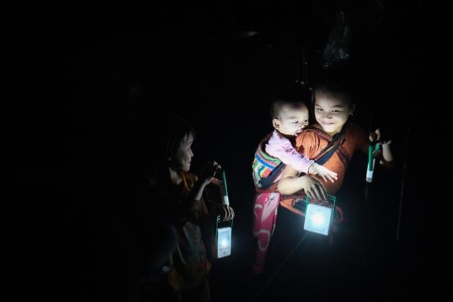 """Hành trình của """"Mặt trời Mơ ước"""" thắp sáng những vùng quê còn thiếu điện ở Việt Nam - 4"""