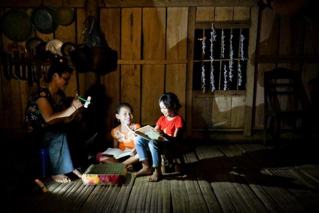 """Hành trình của """"Mặt trời Mơ ước"""" thắp sáng những vùng quê còn thiếu điện ở Việt Nam - 5"""