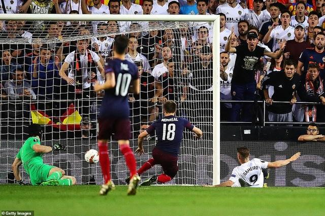 Valencia 2-4 Arsenal: Cú hattrick của Aubameyang - 1