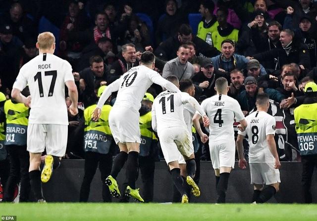 """""""Đấu súng"""" nghẹt thở, Chelsea vào chung kết Europa League - 7"""