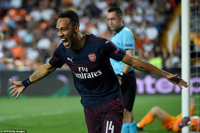 Valencia 2-4 Arsenal: Cú hattrick của Aubameyang - 18