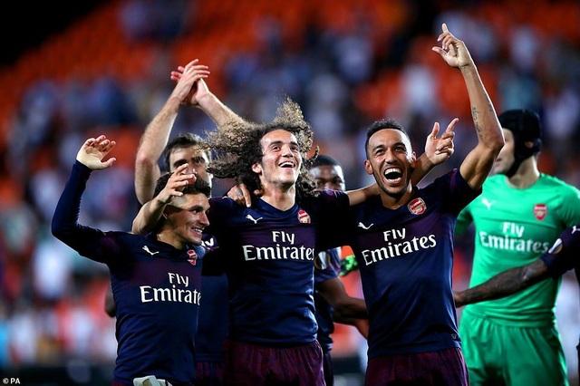 Valencia 2-4 Arsenal: Cú hattrick của Aubameyang - 22