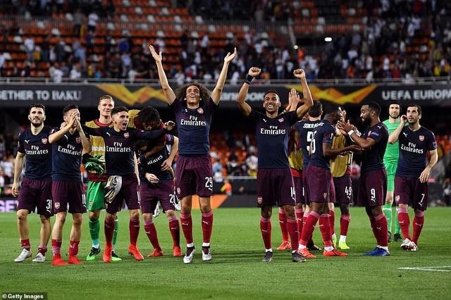 Valencia 2-4 Arsenal: Cú hattrick của Aubameyang - 19