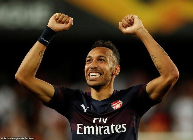 Valencia 2-4 Arsenal: Cú hattrick của Aubameyang - 21