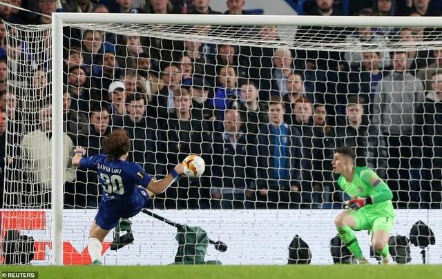 """""""Đấu súng"""" nghẹt thở, Chelsea vào chung kết Europa League - 9"""