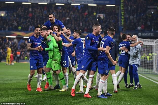 """""""Đấu súng"""" nghẹt thở, Chelsea vào chung kết Europa League - 13"""