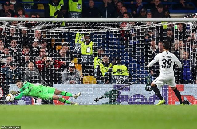 """""""Đấu súng"""" nghẹt thở, Chelsea vào chung kết Europa League - 11"""