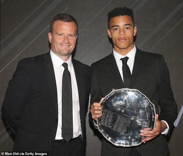 Luke Shaw nhận cú đúp danh hiệu cá nhân tại Man Utd - 4