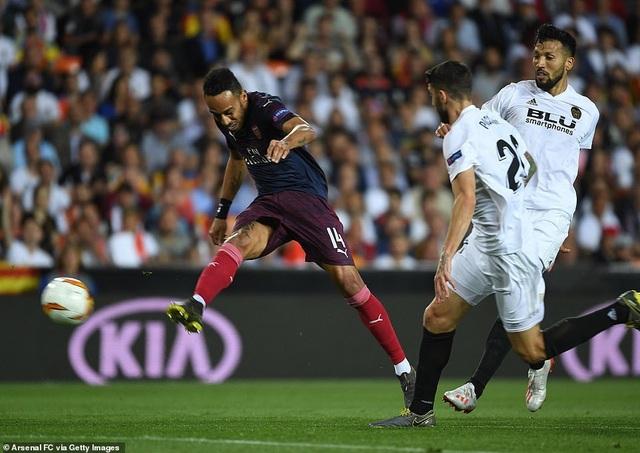 Valencia 2-4 Arsenal: Cú hattrick của Aubameyang - 6