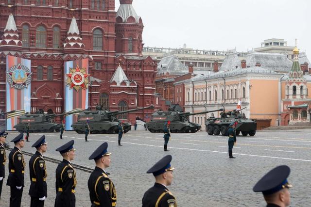 Cận cảnh dàn khí tài Nga phô diễn sức mạnh trong lễ duyệt binh - 1