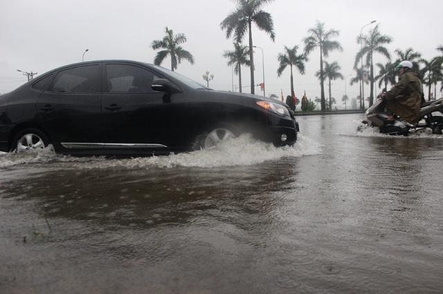 Đường phố Hà Tĩnh thành sông sau trận mưa lớn - 6