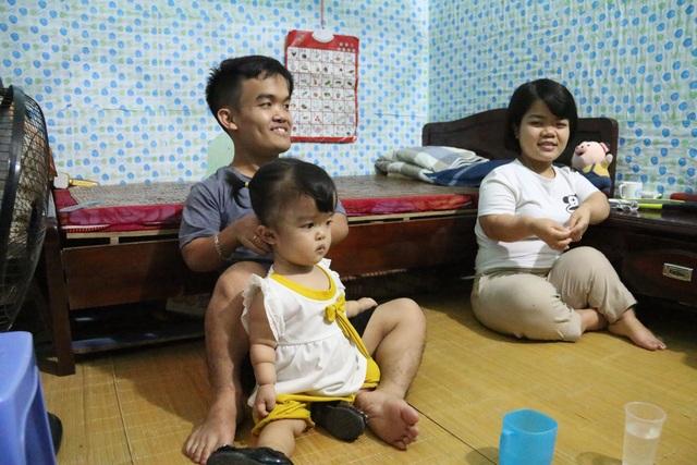 Cận cảnh cuộc sống của đôi vợ chồng tí hon, chỉ cao 1m giữa Hà Nội - 1
