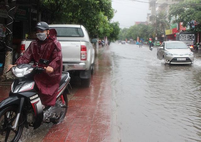 Đường phố Hà Tĩnh thành sông sau trận mưa lớn - 9
