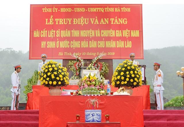Truy điệu, an táng 7 hài cốt liệt sĩ hy sinh tại Lào - 1