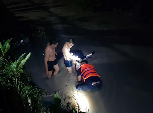 Tìm thấy thi thể học sinh thứ 2 bị nước cuốn trôi xuống suối - 1