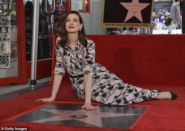 Công chúa Mia Anne Hathaway nhận sao trên Đại lộ danh vọng - 1