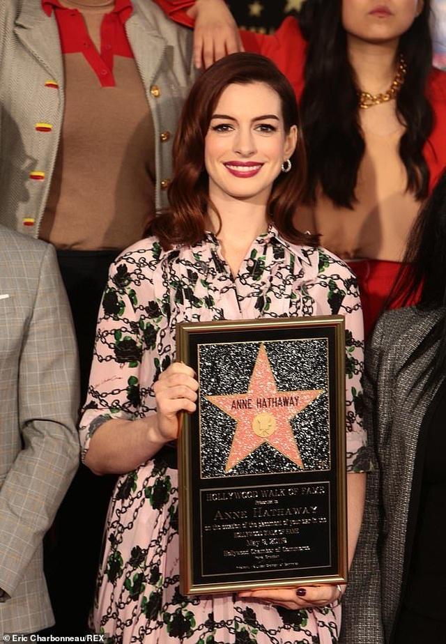 Công chúa Mia Anne Hathaway nhận sao trên Đại lộ danh vọng - 2