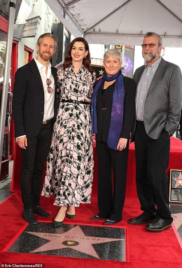 Công chúa Mia Anne Hathaway nhận sao trên Đại lộ danh vọng - 6