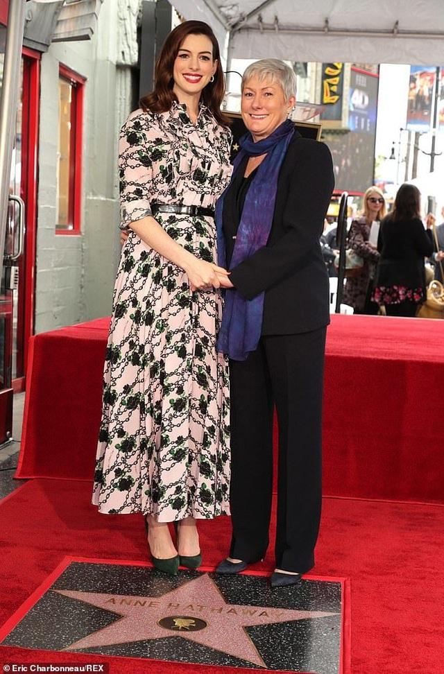 Công chúa Mia Anne Hathaway nhận sao trên Đại lộ danh vọng - 7