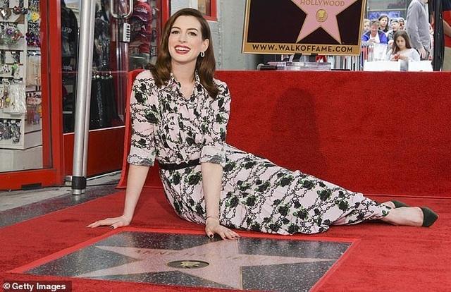 Công chúa Mia Anne Hathaway nhận sao trên Đại lộ danh vọng - 10