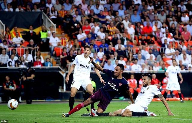 Valencia 2-4 Arsenal: Cú hattrick của Aubameyang - 17