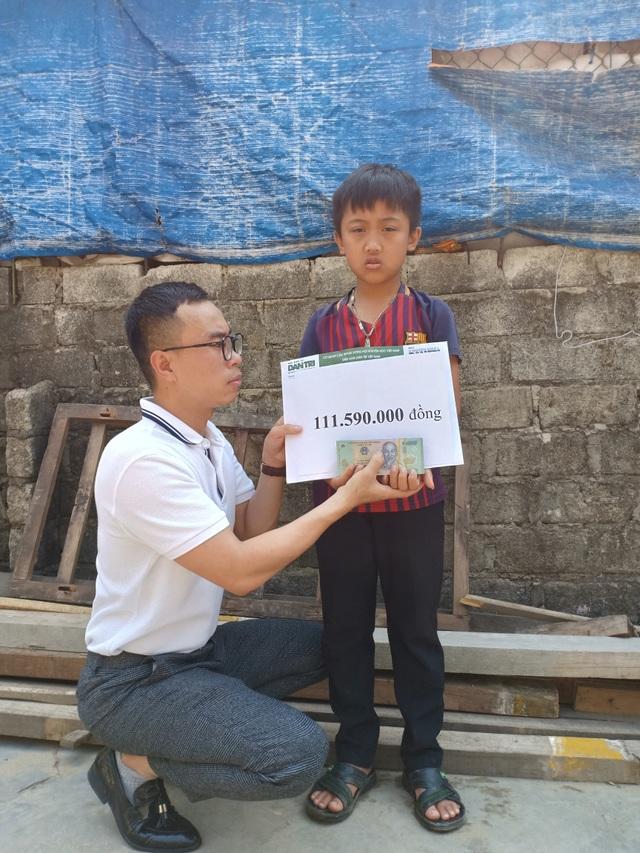 Cậu bé mồ côi oà khóc khi nhận 111 triệu đồng của bạn đọc Dân trí giúp đỡ - 1