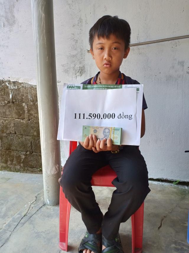 Cậu bé mồ côi oà khóc khi nhận 111 triệu đồng của bạn đọc Dân trí giúp đỡ - 3