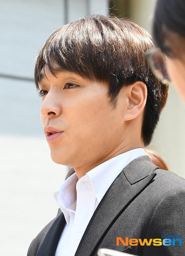 Choi Jong Hoon bị trói tay, giải về đồn cảnh sát - 3