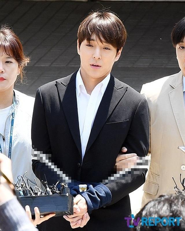 Choi Jong Hoon bị trói tay, giải về đồn cảnh sát - 4