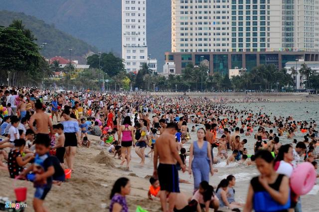 Quá tải du lịch Nha Trang, bất động sản Cam Ranh hưởng lợi - 1