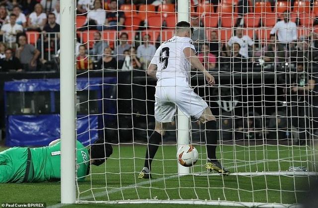 Valencia 2-4 Arsenal: Cú hattrick của Aubameyang - 14