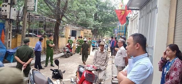 Sốc cảnh chiếc xe Camry lùi không kiểm soát cán chết người ở Hà Nội - 7