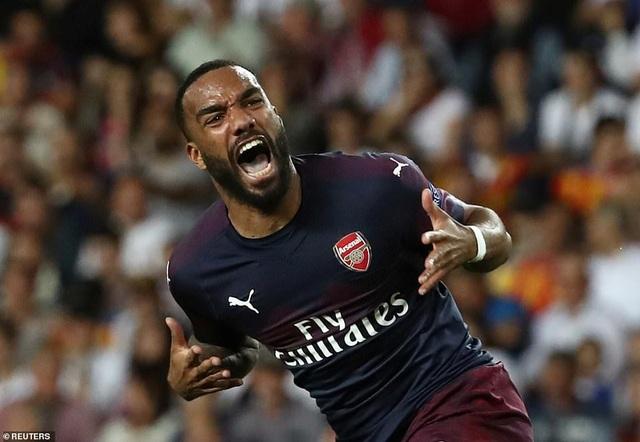 Valencia 2-4 Arsenal: Cú hattrick của Aubameyang - 12