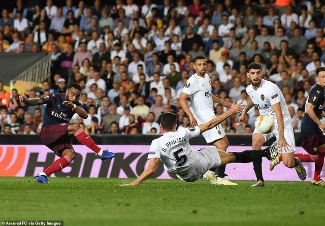 Valencia 2-4 Arsenal: Cú hattrick của Aubameyang - 10